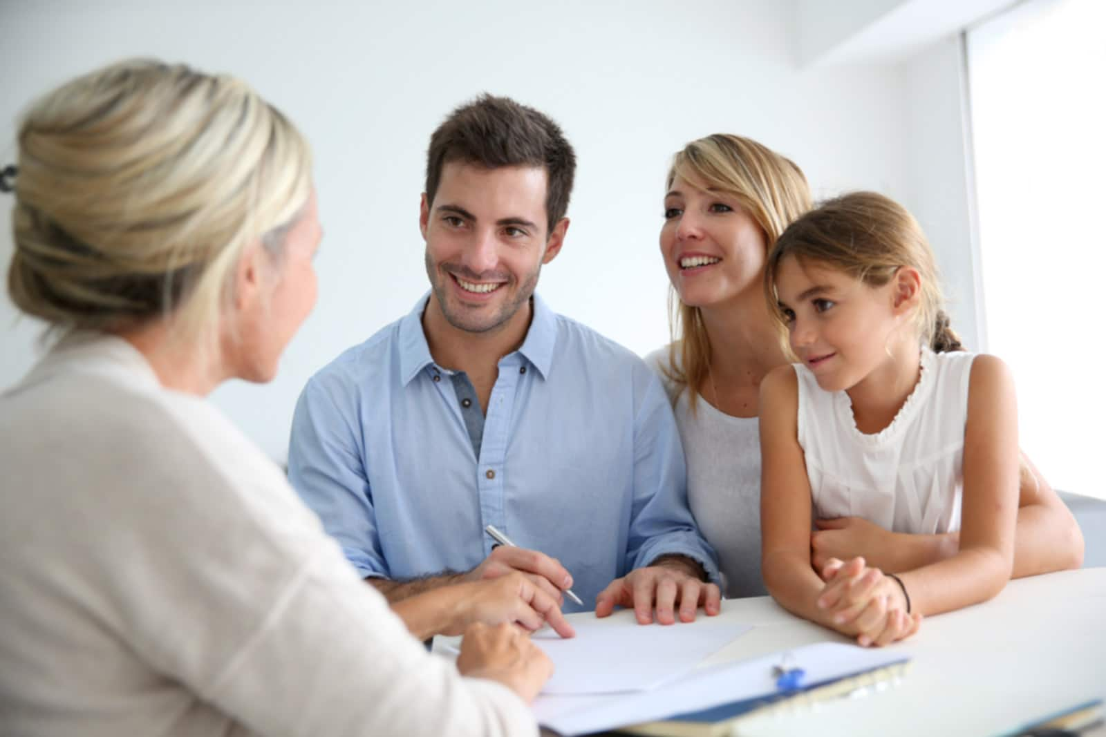 Family_reading_contract_with_agent