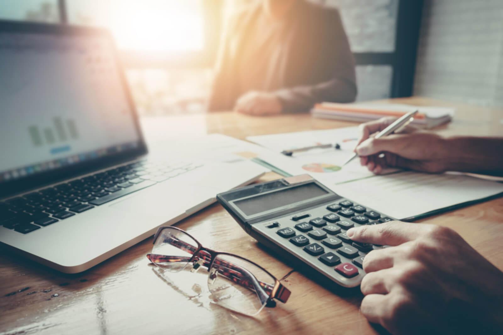 taxes_desk